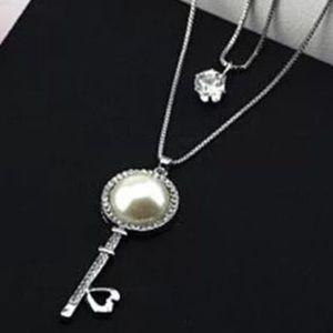 Jewelry - (new) rhinestone  heart key double chains necklace